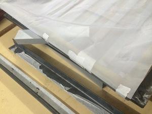 Rajah 3 : Lekatkan mesh menggunakan masking tape